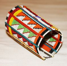 Africa   Beaded glass beads, plastic and wire bracelet from the Masai people of Kenya   pre-owned   17$