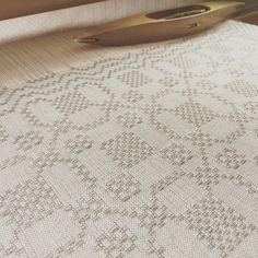 ドロップドレルのナフキンを織り始めました🌸  4/29開催のカード織りのWSは満席となりました。お申し込みをありがとうございました!    #droppdräll#ドロップドレル#手織り#北欧#weaving#handweaving#väv
