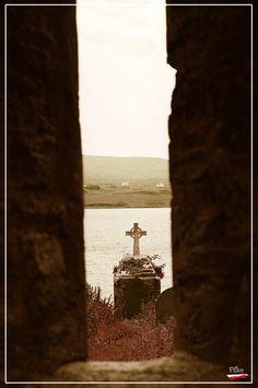 Lonely graveyard, Sneem, Ireland Copyright: Filip Poznansky