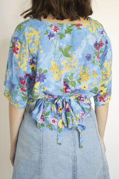 Floral Tops, Vintage, Women, Fashion, Lanyards, Top Flowers, Fashion Styles, Vintage Comics, Fashion Illustrations