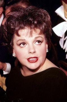 "franciegummstarstruck: "" A glam close-up of Judy Garland at the Golden Globes in "" Hollywood Actor, Golden Age Of Hollywood, Classic Hollywood, Old Hollywood, Hollywood Stars, Classic Actresses, Beautiful Actresses, Actors & Actresses, Judy Garland Liza Minnelli"