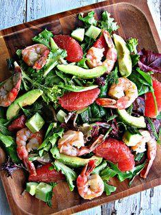 Salat med advokado, grape, sukker-ærter og rejer. Den fede advokado smager fantastiske med den friske og lidt sure grape. #foodfestival15 #madhyldest #aarhus