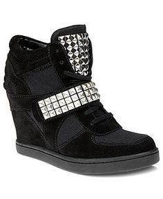 Celebrities who wear, use, or own Steve Madden Hamlit Wedge Sneakers. Also discover the movies, TV shows, and events associated with Steve Madden Hamlit Wedge Sneakers. Steve Madden Wedge Sneakers, Steve Madden Sneakers, Black Suede Wedges, Rocker Chic, Shoe Boots, Women's Shoes, Shoes Sneakers, Wedge Heels, Sneakers Fashion