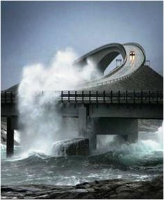 Puente de Storseisundet, Carretera del Atlántico (Noruega)    Algún día la recorreré!!!
