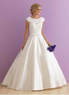 Ball-Gown Scoop Neck Chapel Train Satin Wedding Dress With Appliques Lace