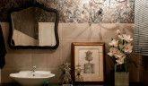 A transformação de um antigo banheiro em um lavabo sofisticado.