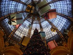 Merry Christmas, Galleries Lafayette, Paris