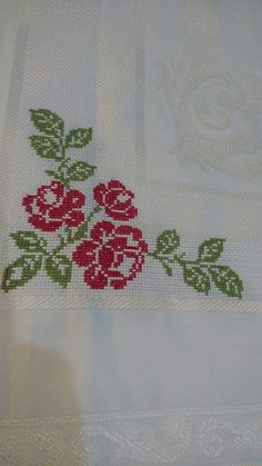 This Pin was discovered by Ban Cross Stitch Designs, Cross Stitch Patterns, Embroidery Stitches Tutorial, Cross Stitch Flowers, Filet Crochet, Diy And Crafts, Patches, Sewing, Cross Stitch Owl