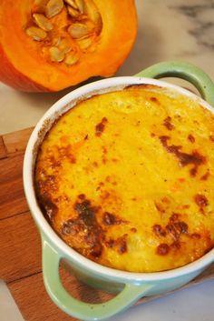 De juillet à octobre, c'est la saison des courges, pas seulement des courgettes, mais aussi de toutes les citrouilles possibles: potiron, melons, etc. Découvrez ce flan de potimarron, une recette keto gourmande ! #easyketo