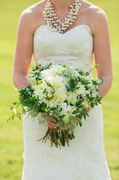 Spring white and green bridal bouquet (Photo by Aaron Watson)