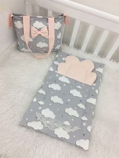 Baby Diy Projects, Baby Crafts, Sewing Baby Clothes, Baby Sewing, Baby Nest Bed, Kids Sleeping Bags, Baby Boy Cribs, Baby Sheets, Baby Room Design