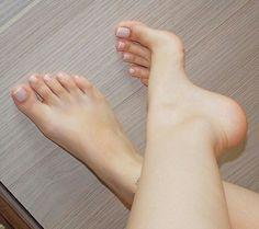 Bare Feet bare feet is gluten free wheat free - Gluten Free Recipes Cute Toes, Pretty Toes, Pretty Nails, French Pedicure, Feet Nails, Toenails, Foot Love, Pretty Females, Beautiful Toes