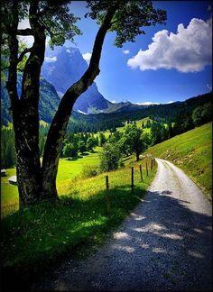 Caminhos... Montanha Valley, Berna, Suíça.