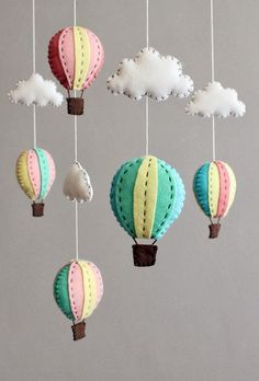 selber basteln - kreative Bastelideen für ein tolles Babymobile diy baby mobile kit - make your own hot air balloon crib mobile, pink blue turquoise Baby Crafts, Felt Crafts, Diy And Crafts, Baby Ballon, Felt Mobile, Mobile Mobile, Mobile Craft, Diy Cot Mobile, Cloud Mobile