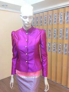 เสื้อ ผ้าไหม ชุดไทย มีแขน สีม่วง-แดง ( Red violet ) แขนยาวLong sleeve thaiwedding dress for thai wedding ceremony in the morning. ชุดไทย มีแขน ผ้าไหม แขนยาว