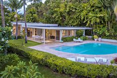A sunny and private garden with lush green lawn, a sparkling pool and a covered deck offer the final touches of elegance for this not-to-be-missed residential oasis. Mid Century Ranch, Mid Century House, Modern Pools, Mid-century Modern, Modern Homes For Sale, Hawaii Homes, Fee Simple, Private Garden, Pool Designs