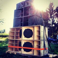 sunbathing big ass sound system  Ganja Riddim Soundsystem im Park