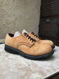 ede4c95193 Check out these 90's vintage shoes from my #etsy shop: Skechers Men's Camel  Brown