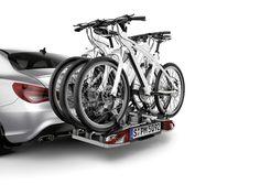 Mercedes-Benz Accessories, Zubehör CLA: Komfortabler, abschließbarer Heckfahrradträger für wahlweise 2 bzw. 3 Fahrräder zur Montage auf der Anhängevorrichtung.