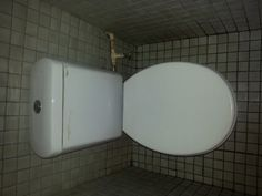 White Coral Top Dual Flush toilet and Hand wash Basin for sale. Dual Flush Toilet, Junk Mail, Bathroom Sets, Hand Washing, Basin, Household, Bathtub, Standing Bath, Bathtubs