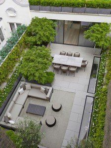 What's the secret behind successful small garden design? Planning, of course! Use these small garden design ideas to save time and money Back Gardens, Small Gardens, Rooftop Gardens, Interior Design London, London House, Backyard Patio, Backyard Layout, Backyard Privacy, Large Backyard