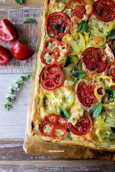 Blätterteig Tomaten-Tarte mit Ricotta-Basilikum-Creme | malteskitchen.de