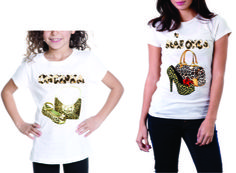 Camisetas baby look, mamãe onça, filha oncinha, tecido poliéster na cor branca, vários tamanhos.  Peça já a sua e da sua filha e faça sucesso por onde passar.  Entrega rápida.  Whatsapp: 15 9 81600601 R$ 30,00