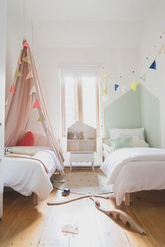 In this small room, we're loving how each child has their own space. By decorating the two sides differently yet in a complementary way, they've made the most of this small bedroom. http://petitandsmall.com/small-shared-rooms-two/
