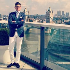 http://chicerman.com  kleidsam:  Rooftop conversations towering background bridges and a blue-white look to compliment the sky. #menswear #mensweardaily #ootd #wiwt #style #fashion #instastyle #instafashion #kleidsam (hier: PwC More London)  #MENSUIT #TAILORSUIT