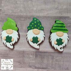 Irish Cookies, St Patrick's Day Cookies, Iced Cookies, No Bake Cookies, Holiday Cookies, Holiday Treats, Sugar Cookie Icing, Cookie Frosting, Royal Icing Cookies