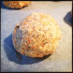 Koldhævede gulerodsboller med chiafrø, før bagning