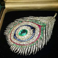 Commissioned by Empress Eugenie, c.1867, this @mellerioditsmeller gem set peacock feather brooch pendant is out of this world!!