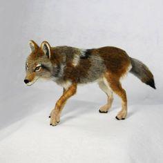 Coyote #needlefelting #needlefelt #fiberart #coyote #wool #sculpture #art