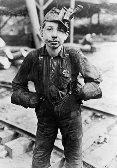 Lewis Wickes Hine, A young mine worker: Turkey Knob Coal Mine, Macdonald, West Virginia, 1908 So young to do such a hard job ~ Now days you would be reported to child labor American Honey A Country Girl Old Pictures, Old Photos, Antique Photos, Lewis Wickes Hine, Grandes Photos, Fotografia Social, Coal Mining, Interesting History, Vintage Photographs