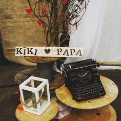 Houten bordje met je eigen tekst geeft je bruiloft snel een persoonlijk tintje! Perfect voor de styling, om aan de stoelen te hangen of als backdrop.