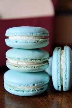 Gourmet Baking: Randomness: Blue Macaron Wedding Favor, Little Girl's Birthday Cake, and Sadaharu Aoki's Macarons