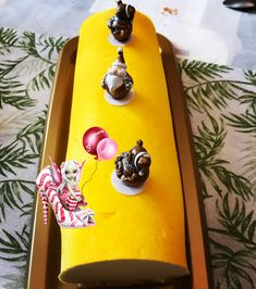 #buchedenoel #buche #citron #cremeuxcitron #moussecitron #sable #sablediamant #meringue #meringuefrancaise #flocage #flocagejaune #dessert #patisserie #homemade #homemadefood #homemadecooking #instafood #douceursucrees Meringue, Dessert, Lemon Tarts, Custard, Merengue, Deserts, Postres, Desserts