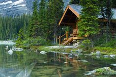 A log home on an Alpine lake in the mountains...........so, so peaceful looking!