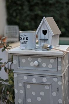 El Jardin de Villa Clotilde a stockist in Madrid in Spain painted this litle side table with Chalk Paint® by Annie Sloan in Paris Grey and then printed Old White polka dots over the top. Distressed Furniture, Hand Painted Furniture, Paint Furniture, Furniture Makeover, Paris Grey, Real Milk Paint, Annie Sloan Old White, Diy Furniture Projects, Annie Sloan Chalk Paint