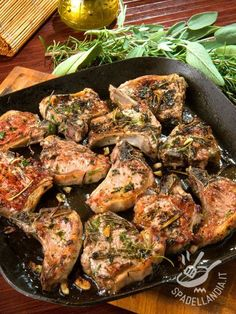 Lamb chops scottadito- Costolette d'agnello alla scottadito Scottadito lamb chops are a mouth-watering second: here is a recipe for changing the menu of meat dishes with a new idea. Lamb Recipes, Chicken Recipes, Cooking Recipes, Easter Dinner Recipes, Best Dinner Recipes, Sicilian Recipes, Bbq Meat, Lamb Chops, Brunch