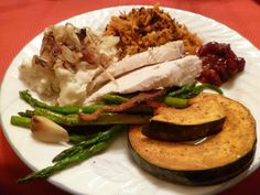 Gluten Free Christmas dinner Turkey and Mashed Potatoes topped with carmalized onions. Sweet Potato Hash, Roasted Asparagas, Garlic, Kabacha Squash and homemade Cranberry Sauce. Kobocha Squash Recipe, How To Carmalize Onions, Roasted Ham, Sweet Potato Hash, White Meat, Cranberry Sauce, Vegetable Dishes, Yule, Thanksgiving Recipes