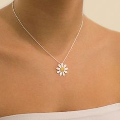 Browse Daisy London's floral range of exquisite Daisy Necklaces. Find the perfect silver Daisy Pendant or Daisy Chain Necklace to match your style. Dainty Jewelry, Cute Jewelry, Bridal Jewelry, Jewelry Accessories, Handmade Jewelry, Jewelry Design, Women Jewelry, Fashion Jewelry, Designer Jewellery