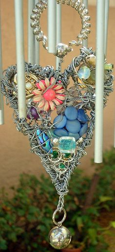wind chimes redo by adhdknitter Carillons Diy, Craft Projects, Projects To Try, Diy And Crafts, Arts And Crafts, Blowin' In The Wind, Diy Wind Chimes, I Love Heart, Mobiles