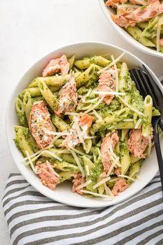 Salmon Pesto Pasta, Salmon Pasta Recipes, Smoked Salmon Pasta, Healthy Pasta Recipes, Seafood Recipes, Dinner Recipes, Cooking Recipes, Recipes Using Pesto, Seafood Pasta