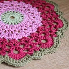 Love this...would make a pretty rug out of plarn (yarn made form plastic shopping bags).