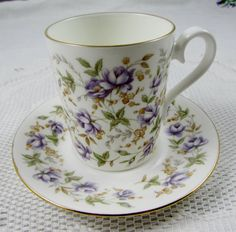 """Royal Albert Rose Chintz serie """"Encaje morado"""" pequeña Tea Cup y Saucer, taza…"""
