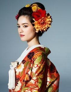 Hair & make Wedding Kimono, Wedding Girl, Japanese Characters, Japanese Outfits, Bridal Beauty, Geisha, Hatsuko, Japanese Hairstyles, Hair Accessories