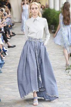 Luisa Beccaria Spring 2017 Ready-to-Wear Collection Photos - Vogue Moda Fashion, Fashion Week, Fashion 2017, Hijab Fashion, Street Fashion, Runway Fashion, Spring Fashion, Fashion Show, Fashion Outfits