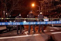Новини от света: Въоръжен мъж простреля в събота двама нюйоркски полицаи в патрулната им кола, като уби на място единия и рани тежко другия, след което избяга в близката метростанция и там се самоуби, предаде АП. Впоследствие раненият полицай почина в болница. Стрелбата е станала в бруклинския квартал 'бедфорд-Стювесант, обитаван...