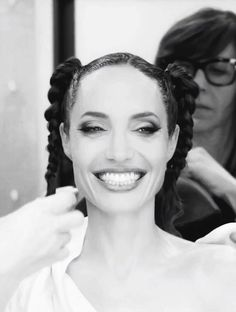 Sep 2019 - Angelina Jolie — 💥 😈 How Angelina Jolie transform into Maleficent. Angelina Jolie Maleficent, Angelina Joile, Maleficent 2, Brad Pitt And Angelina Jolie, Maleficent Cosplay, Disney Princess Tattoo, Tattoo Disney, Punk Princess, Famous Women